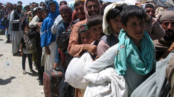 Люди на пропускном пункте «Ворота дружбы» в пакистано-афганском пограничном городе Чаман, Пакистан - Sputnik Таджикистан