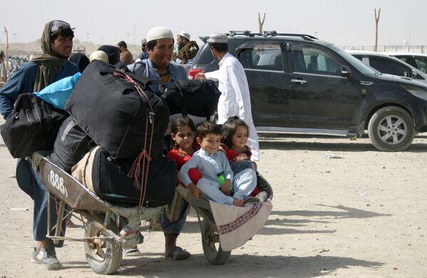 Большинство соседних стран отказались принимать афганских беженцев. - Sputnik Таджикистан