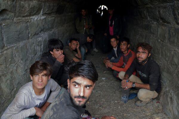 Многие афганцы готовы нарушать закон и нелегально пересекать границу других стран. - Sputnik Таджикистан