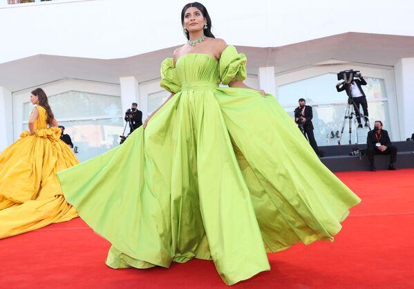 Модель индийского происхождения, основательница блога Woman of the World Фархана Боди.. - Sputnik Таджикистан