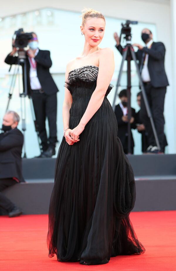 Член жюри, канадская актриса Сара Гадон. - Sputnik Таджикистан