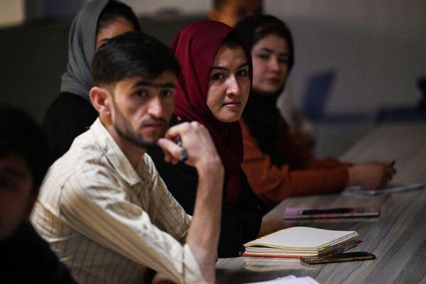 Студенток обязали носить никабы и абайи - предметы одежды, закрывающие лицо и тело. - Sputnik Таджикистан