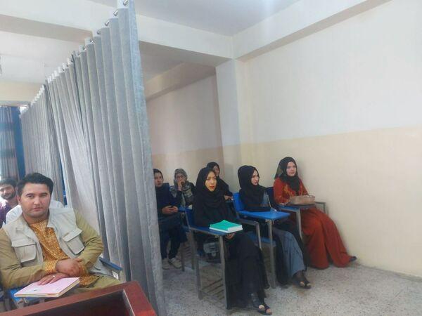 В университетах планируют сделать раздельные входы: для женщин и для мужчин. - Sputnik Таджикистан