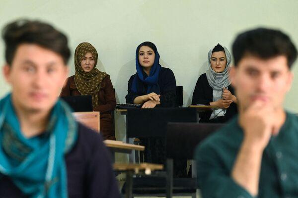 Мусульманские ученые утверждают - закрытие лица не является обязательным в исламе. - Sputnik Таджикистан