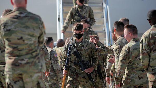 Солдаты США возвращаются домой после дислокации в Афганистане - Sputnik Таджикистан