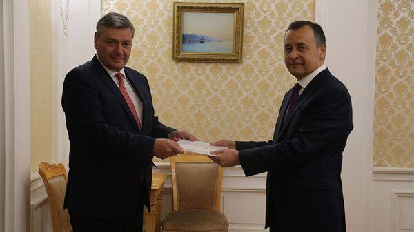 Новый посол Таджикистан в РФ вручил верительные грамоты замглавы МИД - Sputnik Тоҷикистон