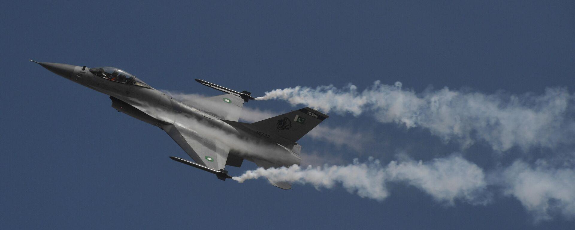 Пакистанский истребитель F-16, архивное фото - Sputnik Таджикистан, 1920, 08.09.2021