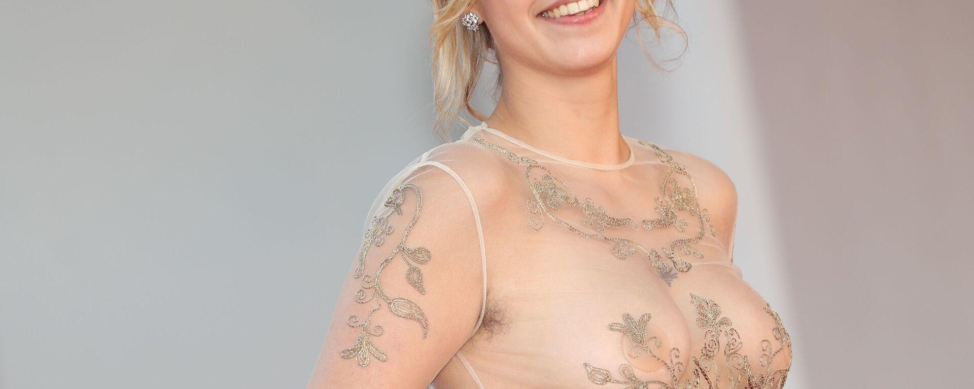 Актриса Саломея Деваэлс на красной дорожке на 78-м Венецианском международном кинофестивале  - Sputnik Таджикистан, 1920, 09.09.2021