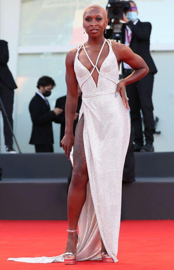 Британская певица и актриса Синтия Эриво на церемонии открытия 78-го Венецианского кинофестиваля. - Sputnik Таджикистан