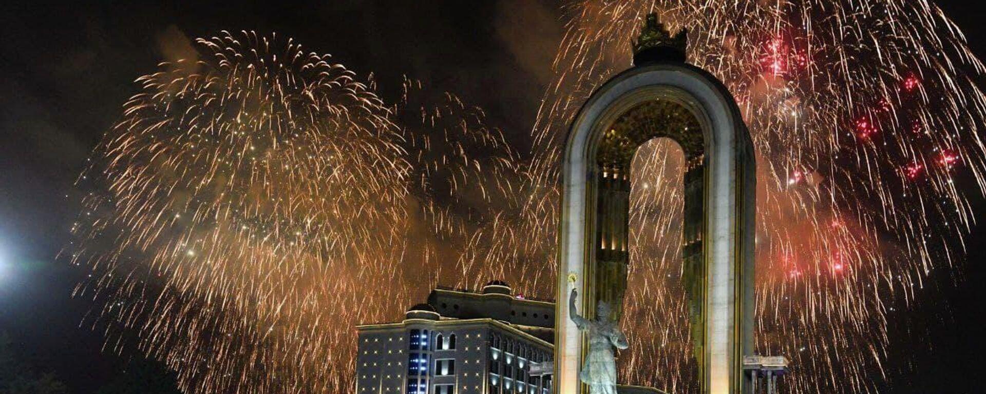 Праздничный салют в Душанбе - Sputnik Таджикистан, 1920, 10.09.2021