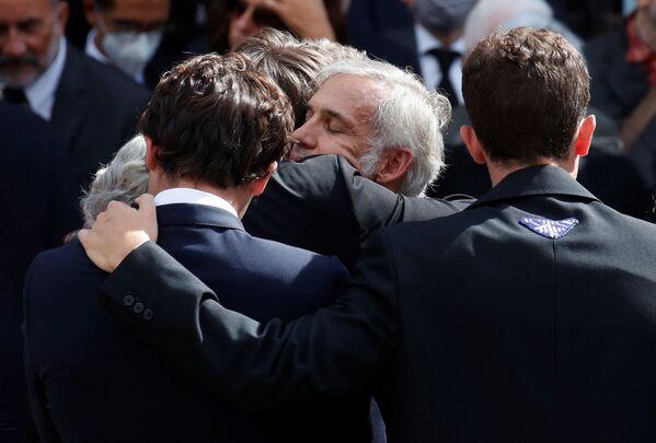 Прощание с актером театра и кино Жан-Полем Бельмондо прошло в Париже во Дворце инвалидов, а прямую трансляцию вели все  французские телеканалы. - Sputnik Таджикистан