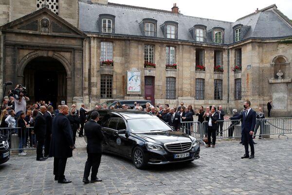 """После речи Макрона прошла минута молчания. Церемония завершилась французским гимном """"Марсельеза"""". - Sputnik Таджикистан"""