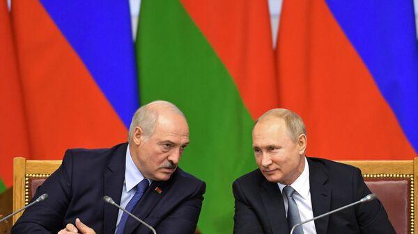 Президент РФ Владимир Путин и президент Беларуси Александр Лукашенко, архивное фото - Sputnik Таджикистан