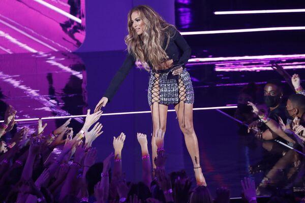 Певица Дженнифер Лопес на MTV Video Music Awards 2021. - Sputnik Таджикистан