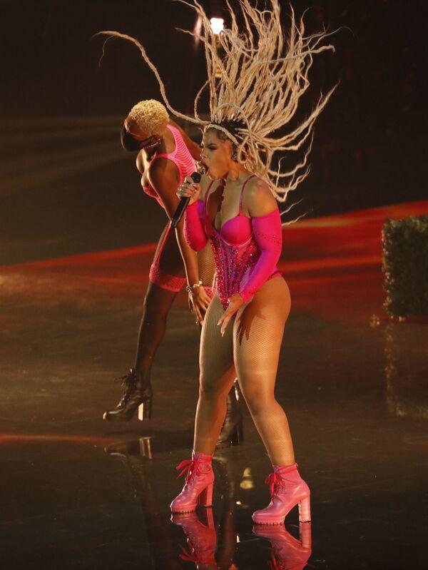Хлоя Бэйли во время выступления на церемонии вручения премии MTV Video Music Awards 2021. - Sputnik Таджикистан