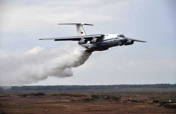 """В учениях """"Запад - 2021"""" примут участие около 200 тысяч человек, свыше 80 самолетов и вертолетов и более 700 единиц боевой техники. - Sputnik Таджикистан"""