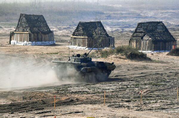Отметим, что практическая фаза учений проходит на девяти полигонах в России и на пяти в Беларуси с 10 по 16 сентября. - Sputnik Таджикистан