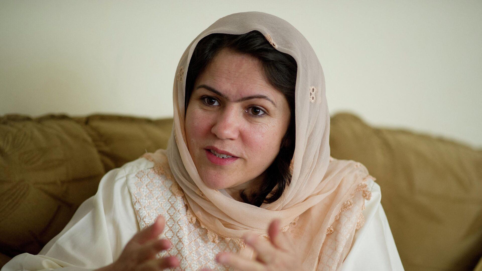 Ведущая защитница прав афганских женщин, писательница, бывший представитель Бадахшана Афганистана в парламенте страны Фавзия Куфи - Sputnik Тоҷикистон, 1920, 08.10.2021