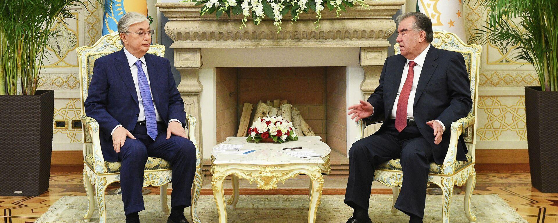 Президент Касым-Жомарт Токаев и Президент Таджикистана Эмомали Рахмон - Sputnik Тоҷикистон, 1920, 15.09.2021