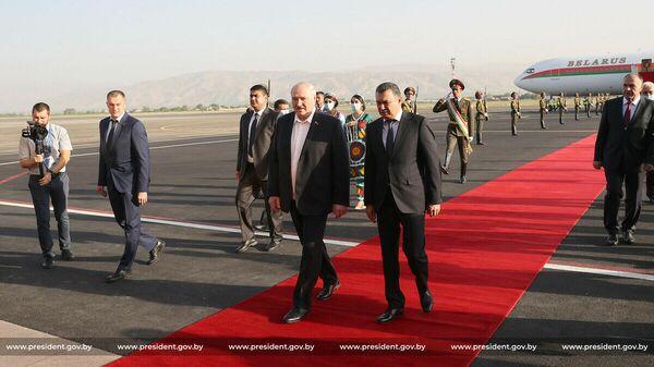 Президент Беларуси Александр Лукашенко 15 сентября прилетел с рабочим визитом в Таджикистан - Sputnik Тоҷикистон