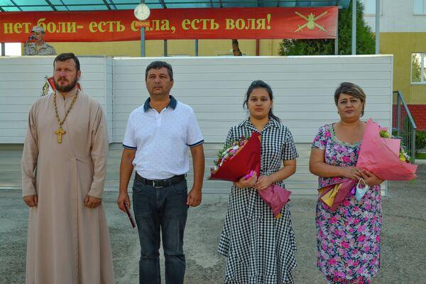 Набиев Мурод, внук  героя Великой Отечественной войны получил орден Красного Знамени  Хайдарович - Sputnik Таджикистан