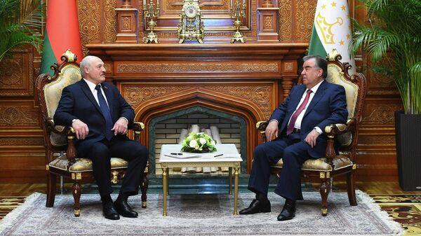 Президент Беларуси Александр Лукашенко и президент Таджикистана Эмомали Рахмон - Sputnik Таджикистан