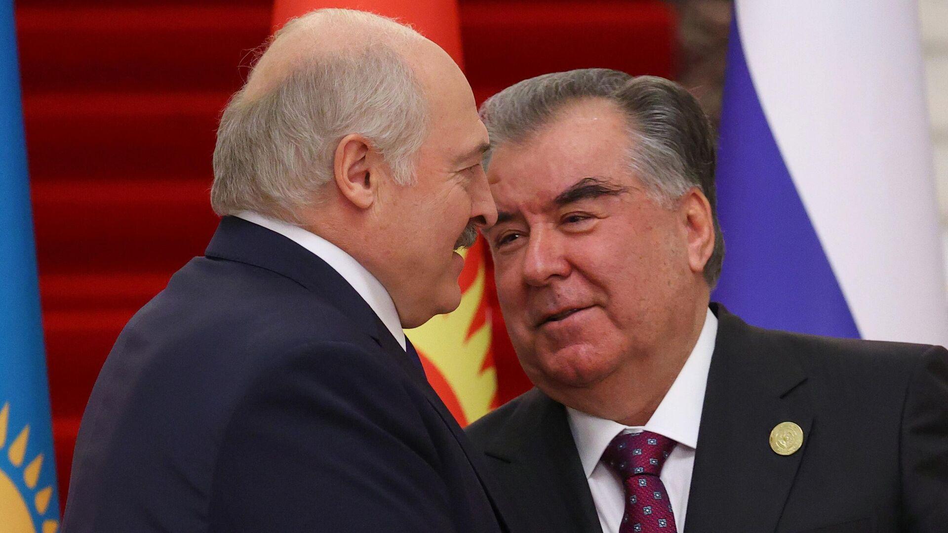 Президент Белоруссии Александр Лукашенко и президент Таджикистана Эмомали Рахмон  - Sputnik Тоҷикистон, 1920, 21.09.2021