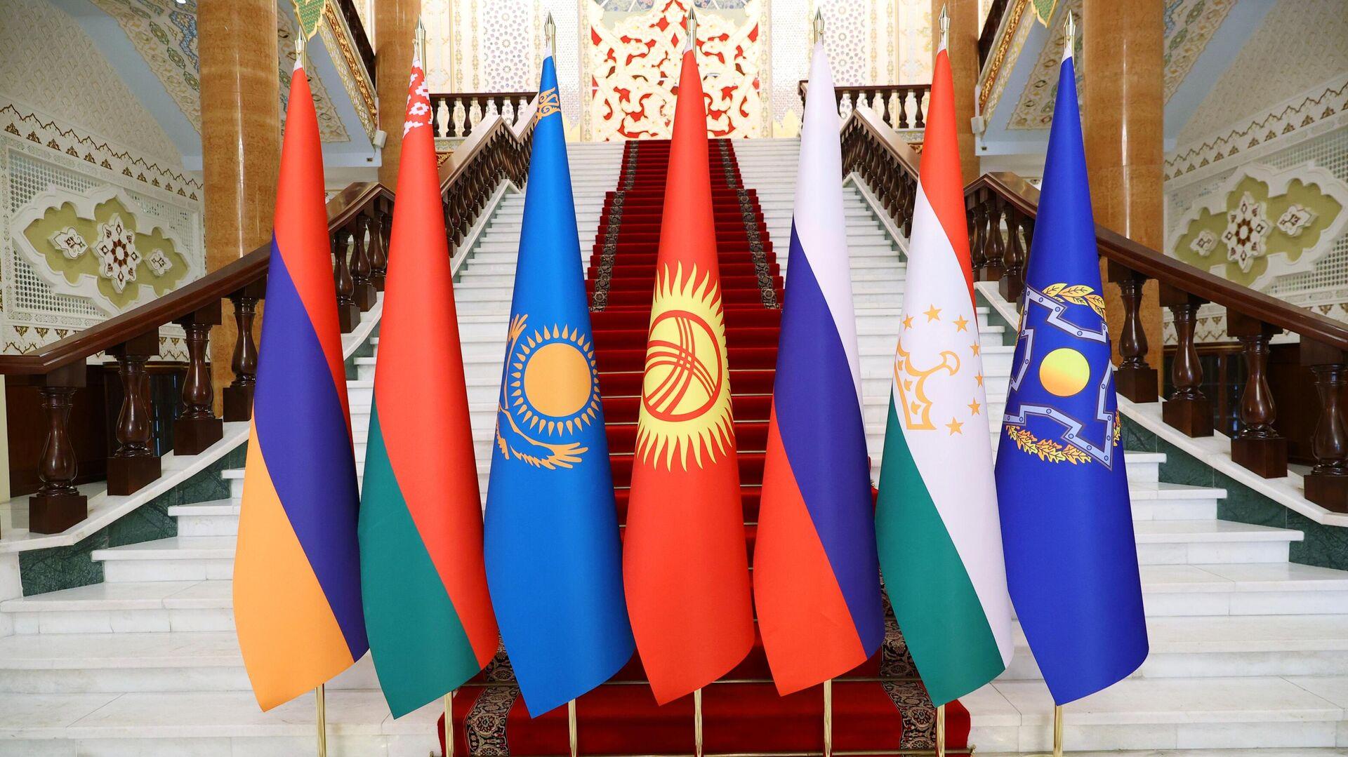 Флаги стран-участниц заседания Совета коллективной безопасности ОДКБ - Sputnik Таджикистан, 1920, 16.09.2021