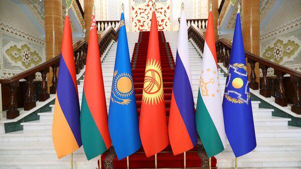 Флаги стран-участниц заседания Совета коллективной безопасности ОДКБ - Sputnik Таджикистан