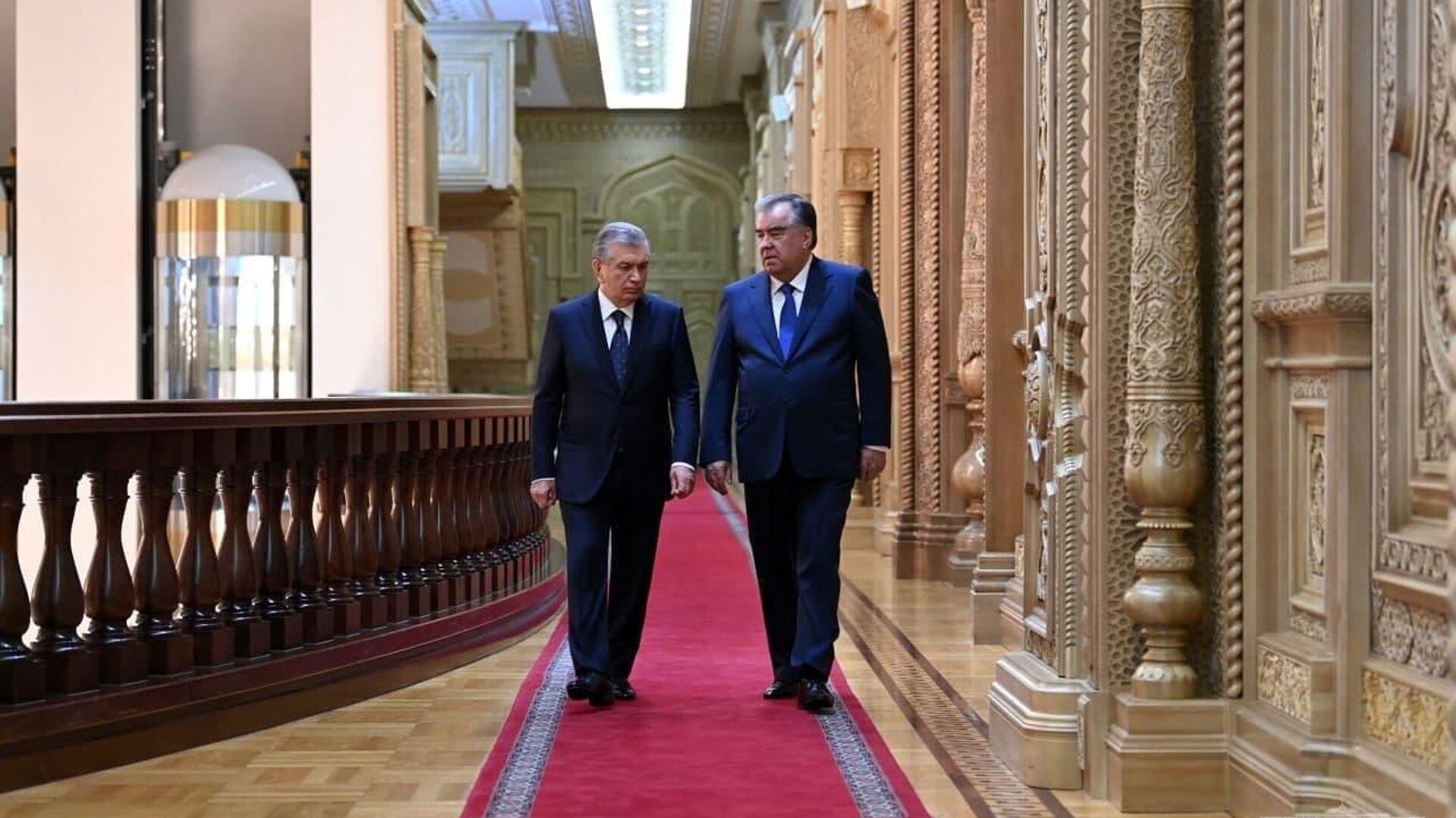 Президент Узбекистана Шавкат Мирзиеев и президент Таджикистана Эмомали Рахмон - Sputnik Таджикистан, 1920, 17.09.2021
