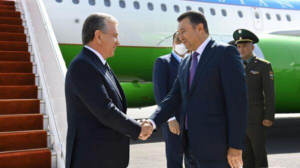 Президент Шавкат Мирзиёев прибыл в город Душанбе для участия в саммите Шанхайской организации сотрудничества - Sputnik Таджикистан