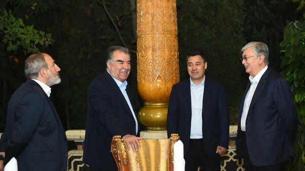 Эмомали Рахмон утроил для лидеров ШОС дружественный прием  - Sputnik Таджикистан