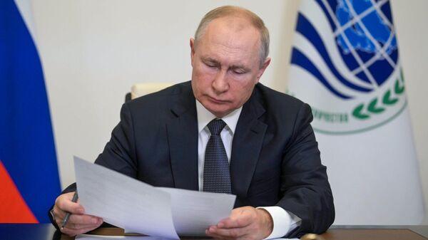 Президент РФ В. Путин по видеосвязи принял участие в заседании Совета глав государств - членов ШОС - Sputnik Тоҷикистон