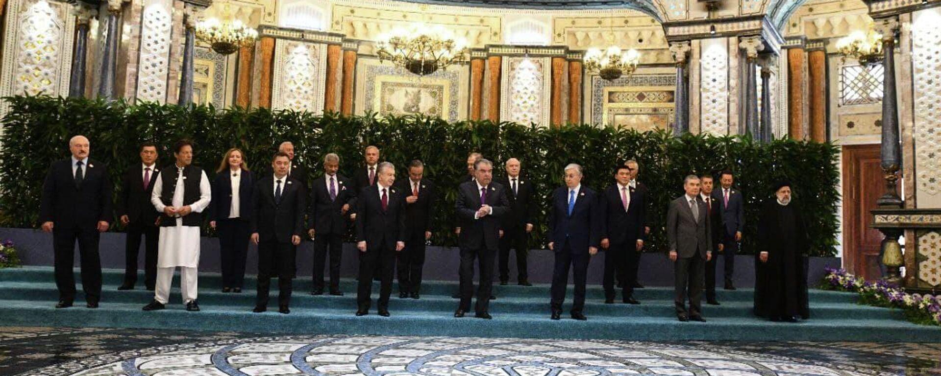 Заседание Совета глав государств Шанхайской организации сотрудничества, посвященное 20-летию создания ШОС - Sputnik Таджикистан, 1920, 17.09.2021