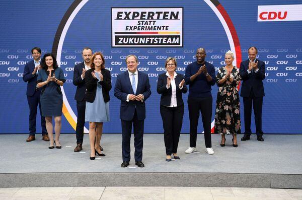 Личный рейтинг Лашета, по данным Forsa, - 30 пунктов. Он занимает десятое место в списке самых популярных политиков Германии. - Sputnik Таджикистан