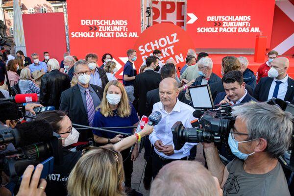 Рейтинг личного одобрения Олафа Шольца - 54%, он второй по популярности политик в стране после Меркель. - Sputnik Таджикистан