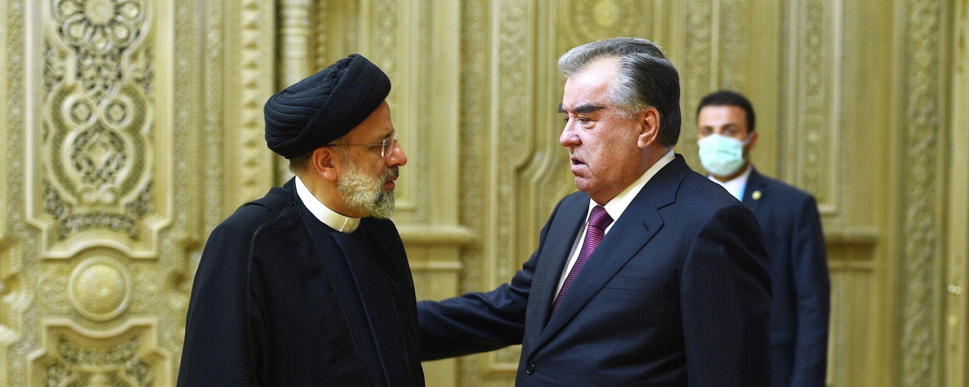 Президент Таджикистана Эмомали Рахмон и президент Ирана Ибрахим Раиси - Sputnik Тоҷикистон, 1920, 05.10.2021