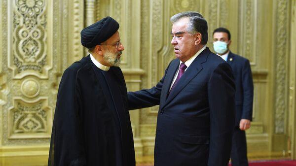 Президент Таджикистана Эмомали Рахмон и президент Ирана Ибрахим Раиси - Sputnik Тоҷикистон