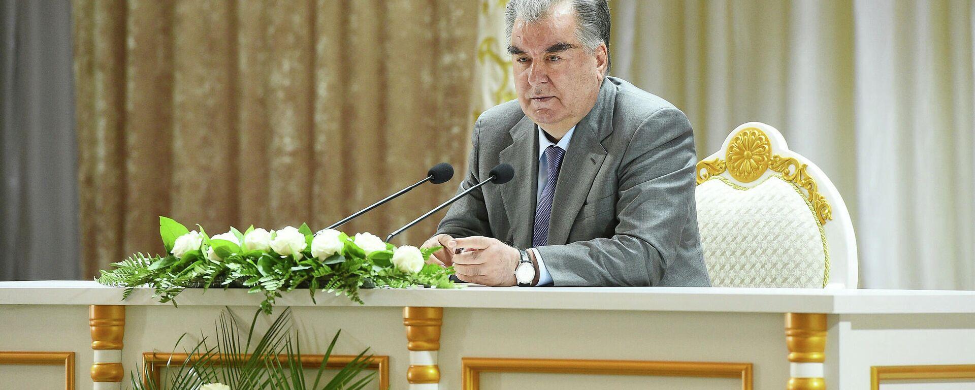 Президент Республики Таджикистан Эмомали Рахмон - Sputnik Тоҷикистон, 1920, 22.09.2021