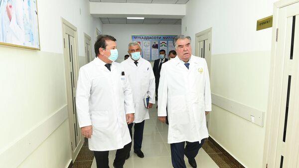 Эмомали Рахмон ввел в эксплуатацию родильное отделение центральной больницы Нурободского района - Sputnik Таджикистан