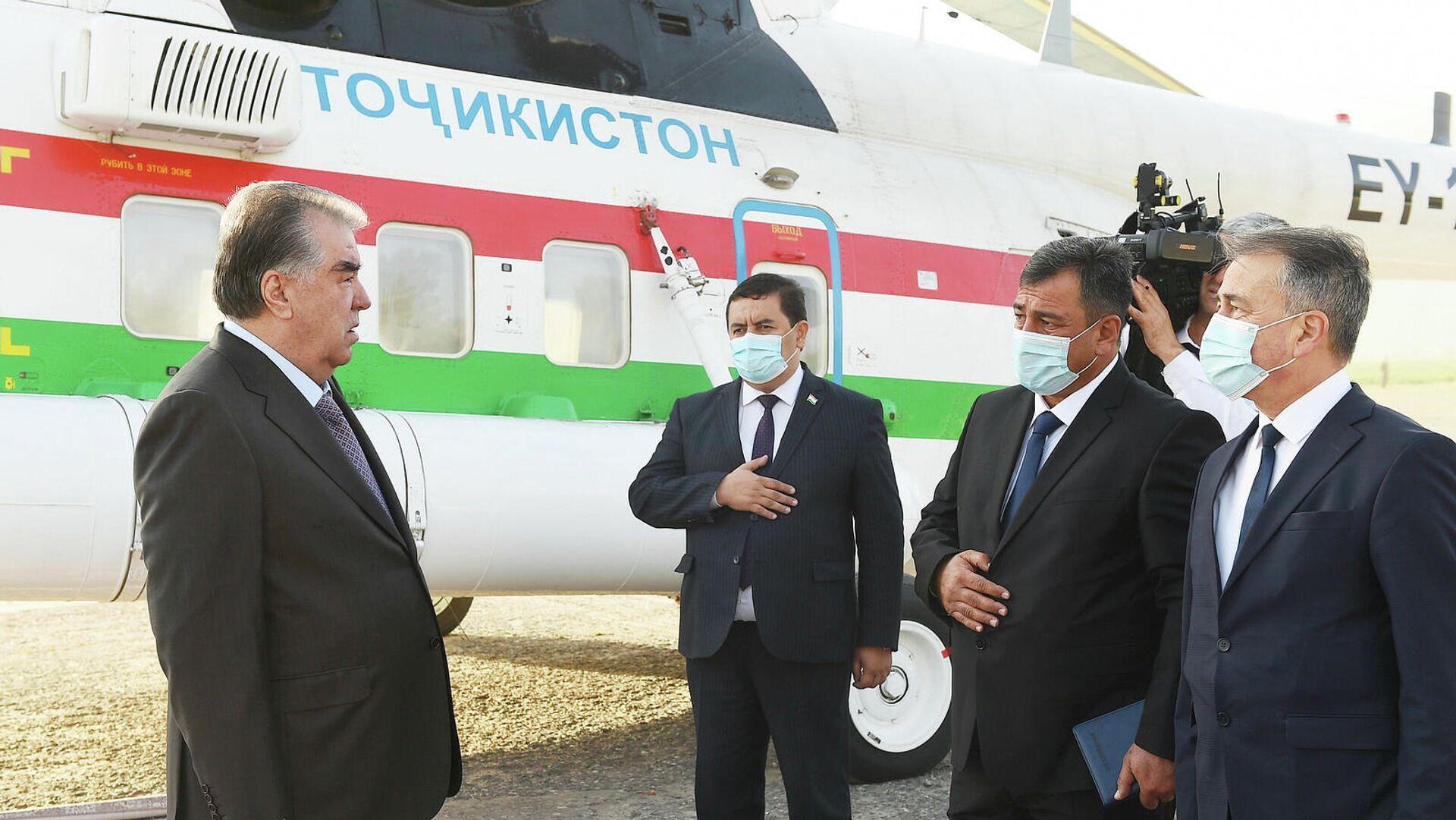 Рабочий визит Эмомали Рахмона в Лахшский район  - Sputnik Таджикистан, 1920, 21.09.2021