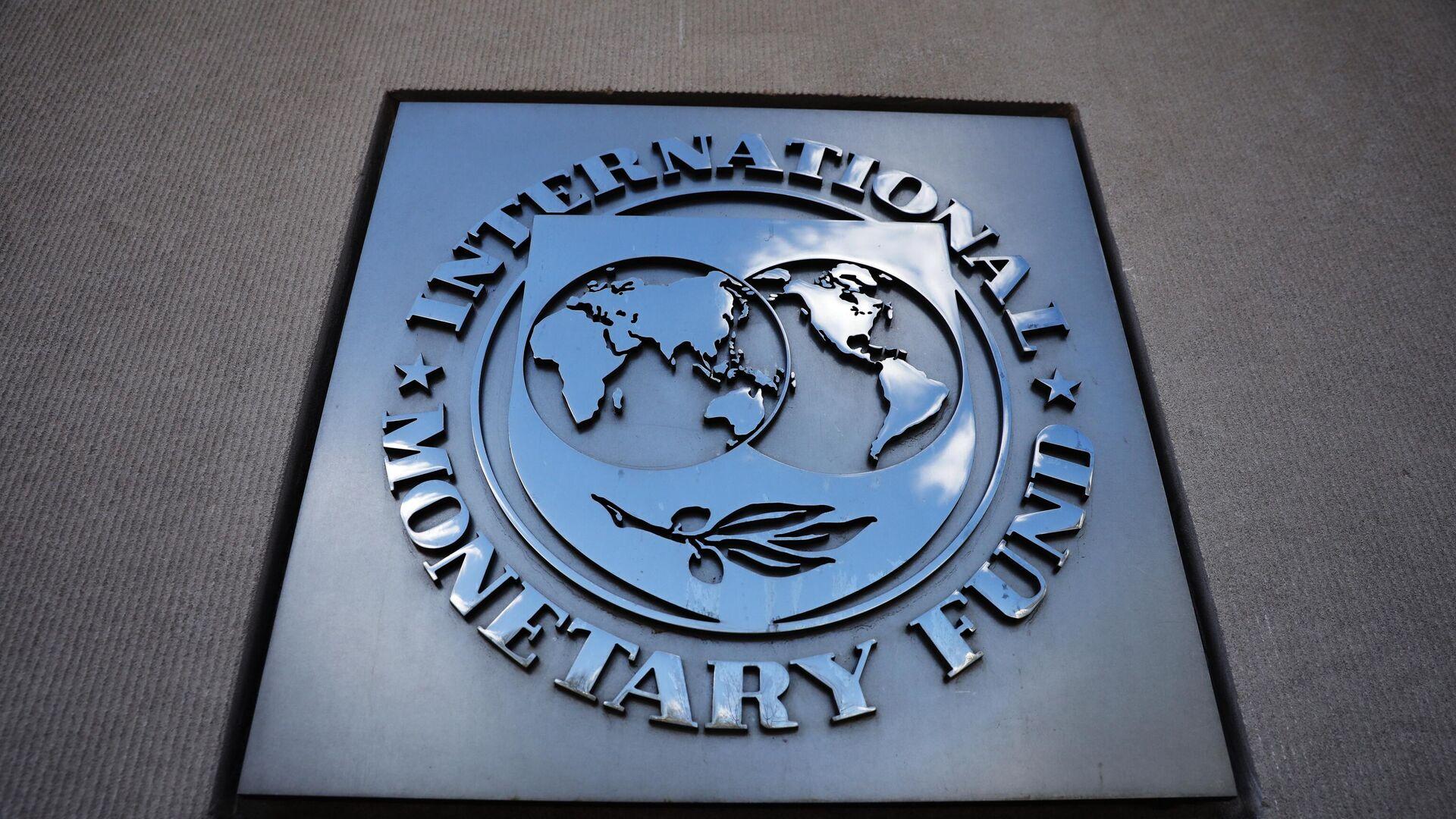 Табличка с логотипом Международного валютного фонда на стене здания МВФ. - Sputnik Таджикистан, 1920, 21.09.2021