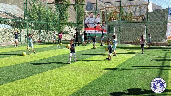 В Хороге была построена и сдана в эксплуатацию еще одна футбольная площадка - Sputnik Таджикистан
