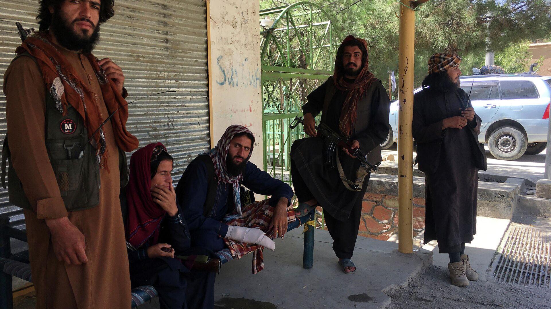 Боевики движения Талибан (террористическая организация, запрещена в России) в Кабуле - Sputnik Таджикистан, 1920, 30.09.2021