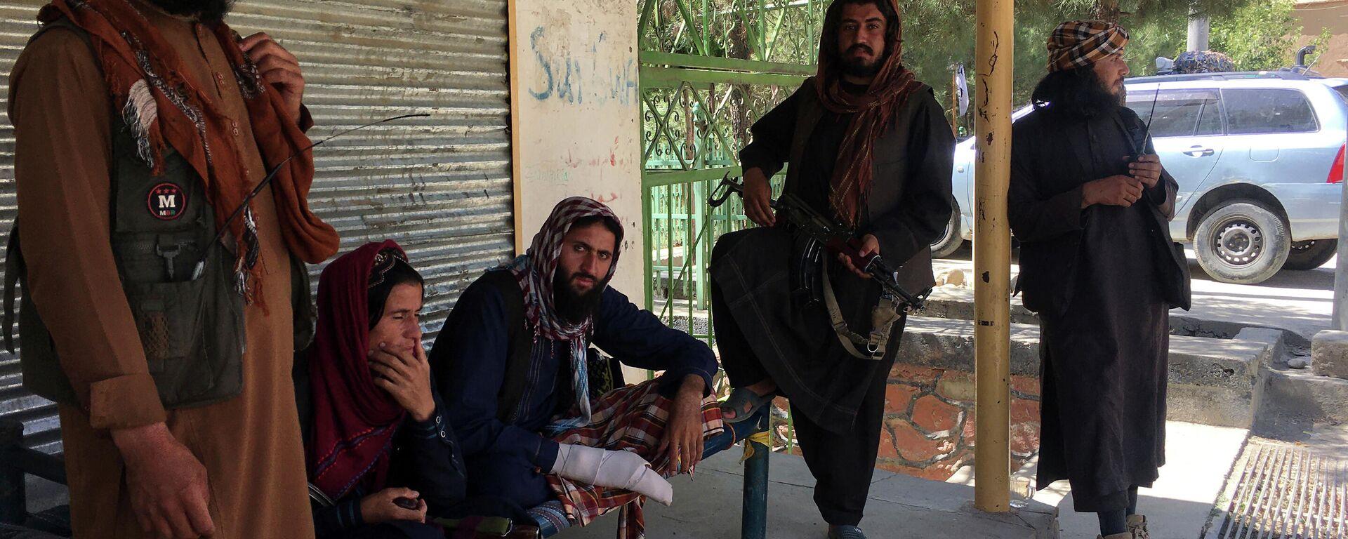 Боевики движения Талибан (террористическая организация, запрещена в России) в Кабуле - Sputnik Тоҷикистон, 1920, 30.09.2021