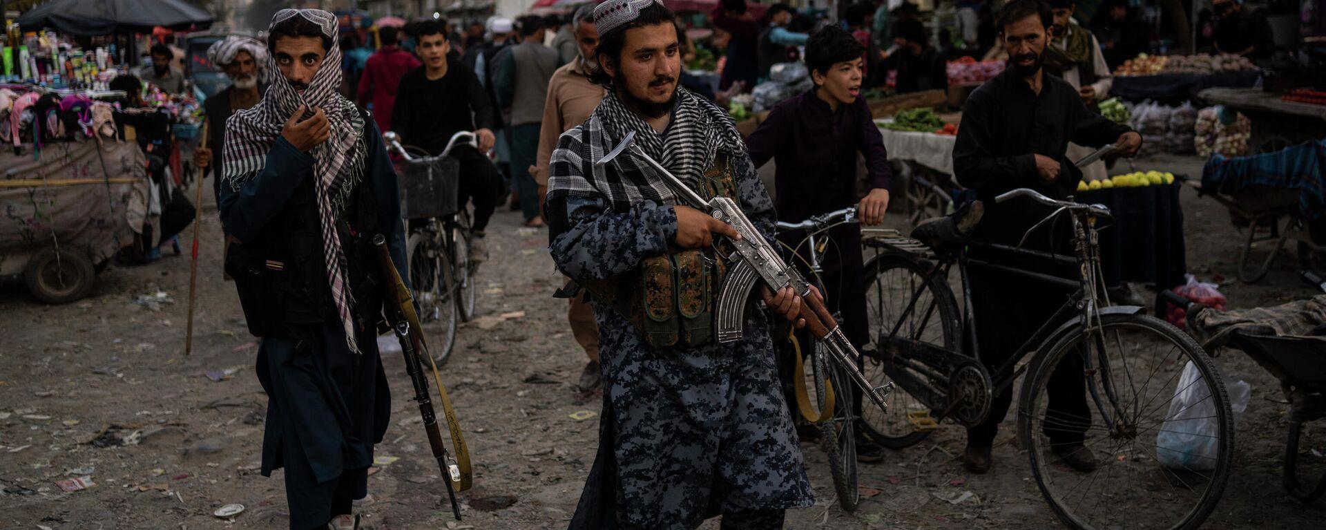 Боевики движения Талибан (террористическая организация, запрещена в России) в Кабуле - Sputnik Тоҷикистон, 1920, 22.09.2021