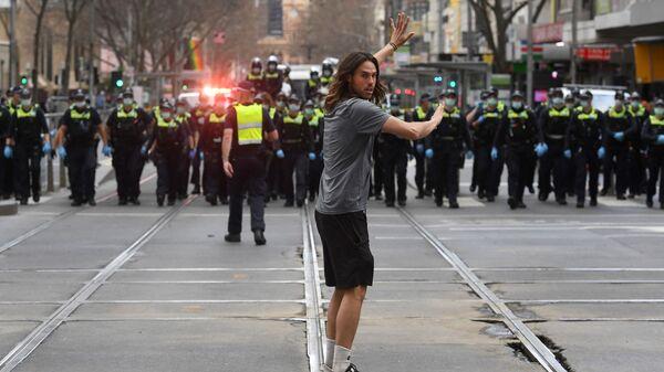 Протесты австралийцев против коронавирусных ограничений в Мельбурне - Sputnik Тоҷикистон