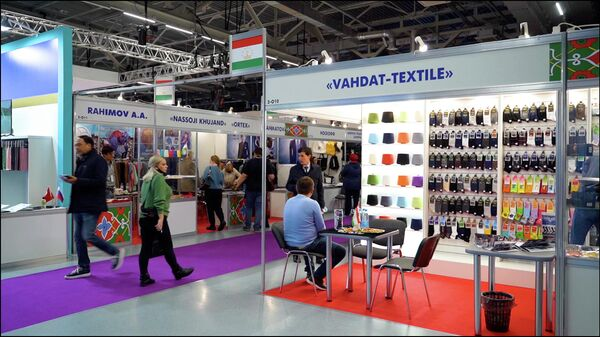 Таджикский текстиль заново открывает Россию после пандемию - Sputnik Таджикистан