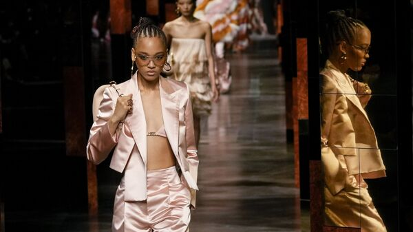 Коллекция Fendi во время Миланской недели моды, Италия - Sputnik Таджикистан