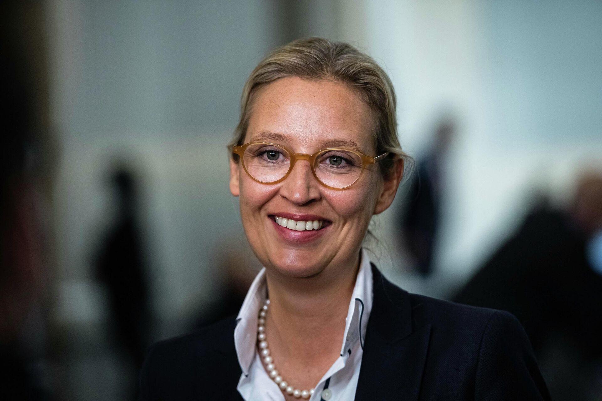Сопредседатель парламентской группы партии Альтернатива Германии Алиса Вайдель - Sputnik Таджикистан, 1920, 23.09.2021